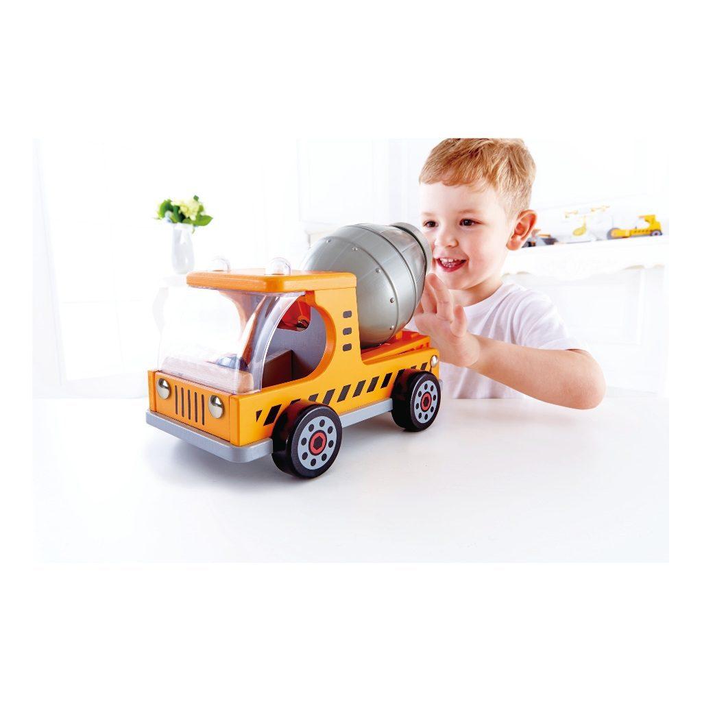 Houten-Cement-Wagen-Met-Kind-Hape-hape-e3018-1024x1024