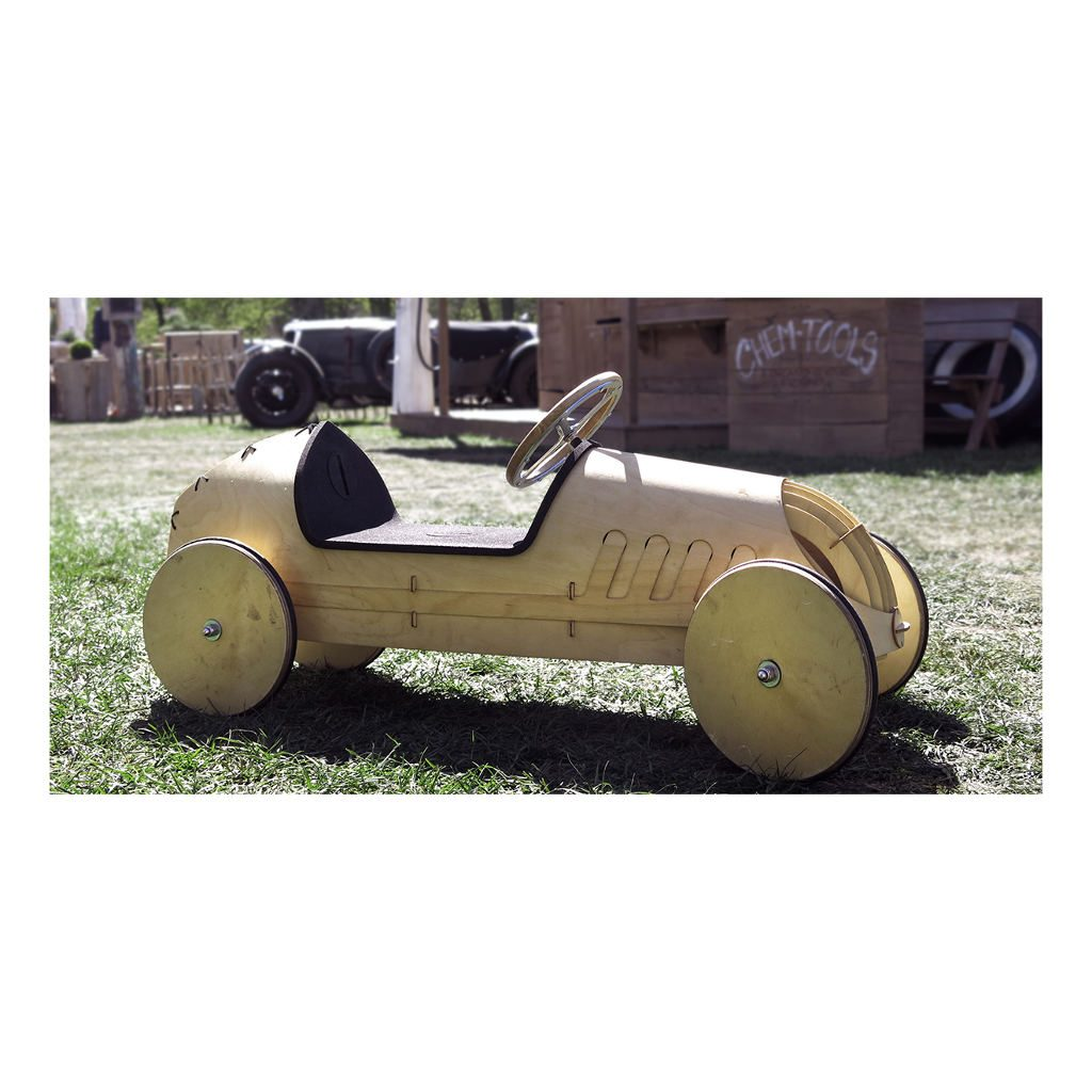 houten-loopwagen-flink-bouwpakket-berkenhout-personaliseren-mogelijkheden-binnen-buiten-3-hele-gezin-jongen-meisje-flin-flink1