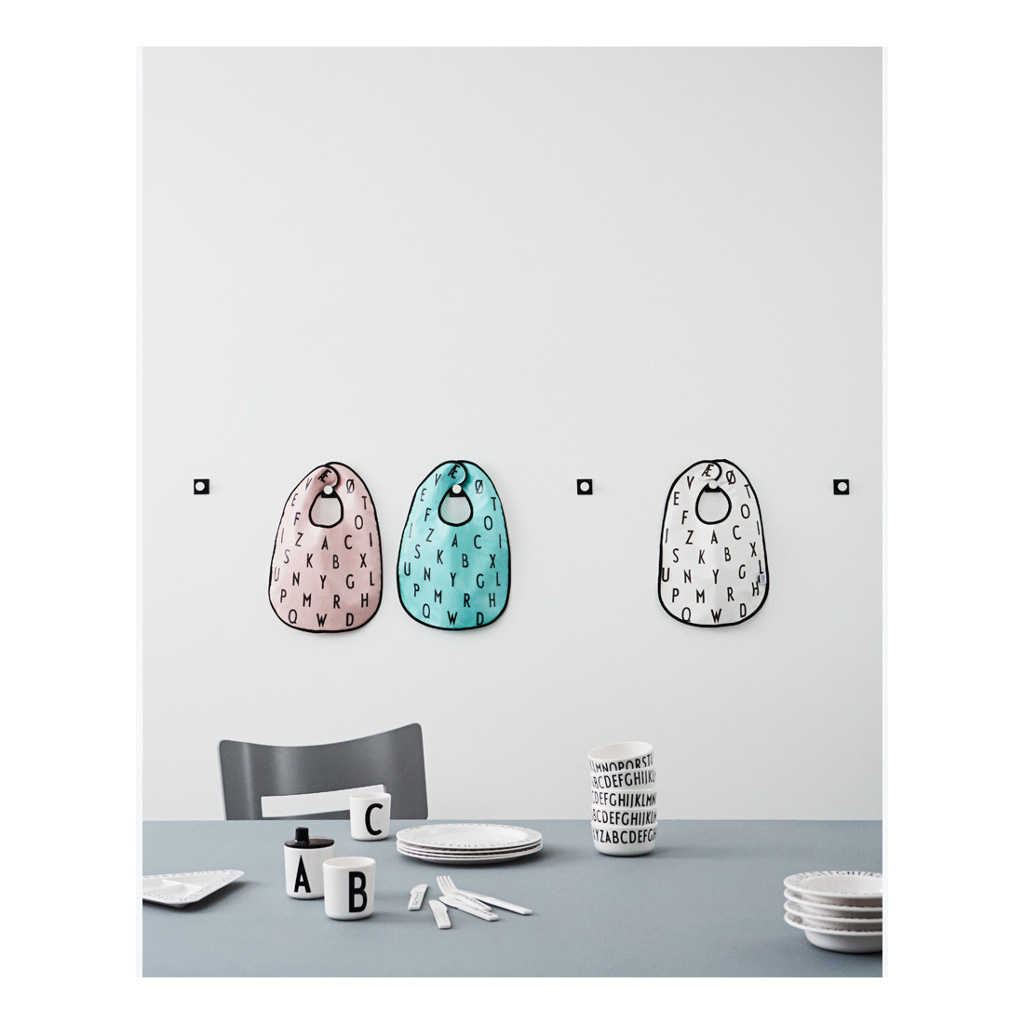 Letter Slabbertje Wit Handwas Plastic Alfabet Roze Blauw Design Letters Desi-20202200
