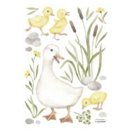 Familie Eend Muursticker A3 Lucky Ducky Lilipinso Mama Eend Kuikentjes Bloemen Water Riet Kinderkamer Babykamer Muur Decoratie QIDDIE.com lili-S1392